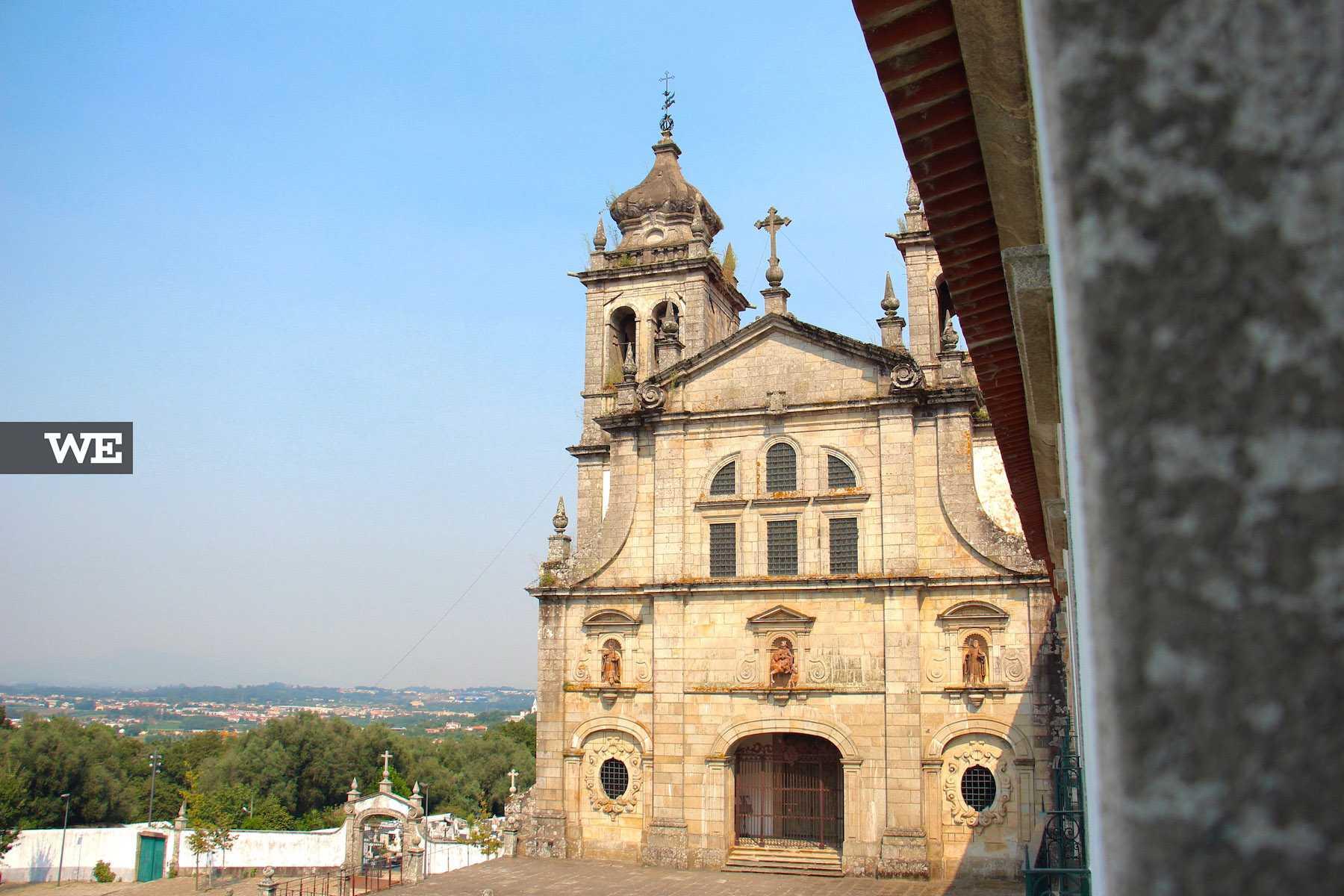 Vista da fachada da igreja do Mosteiro de Tibães