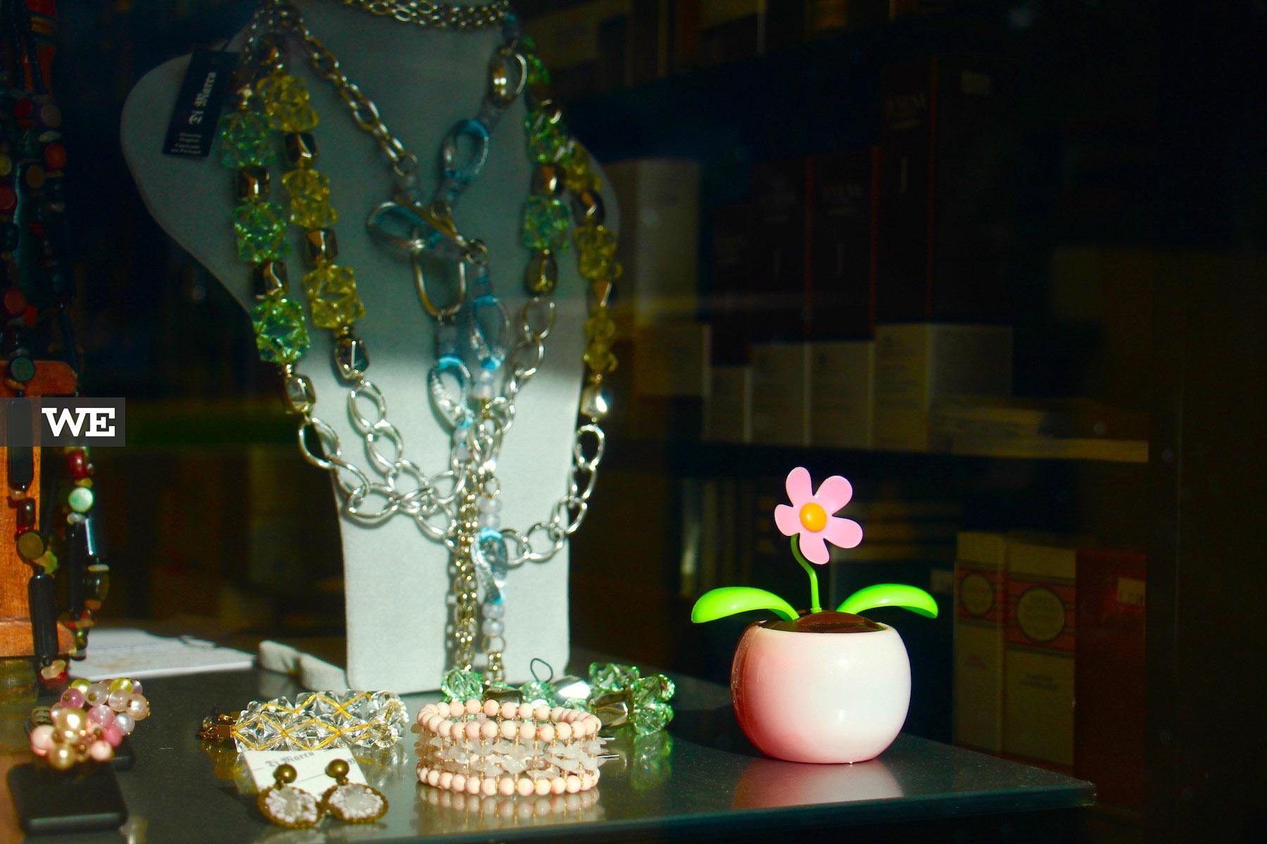 Montra e Bijuteria de autor na Visage Perfumaria