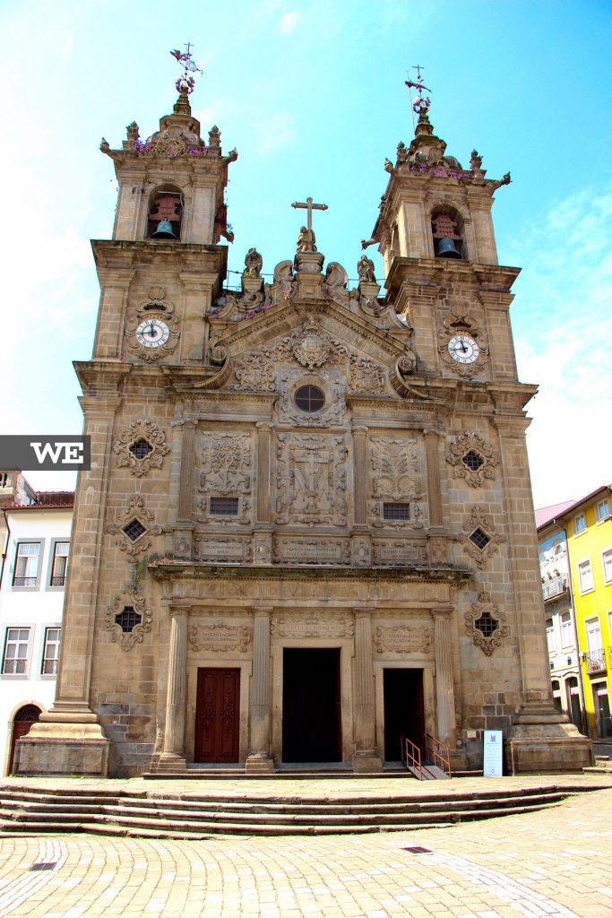"""Igreja de Santa Cruz e a """"lenda dos galos"""". Já encontraste todos?"""