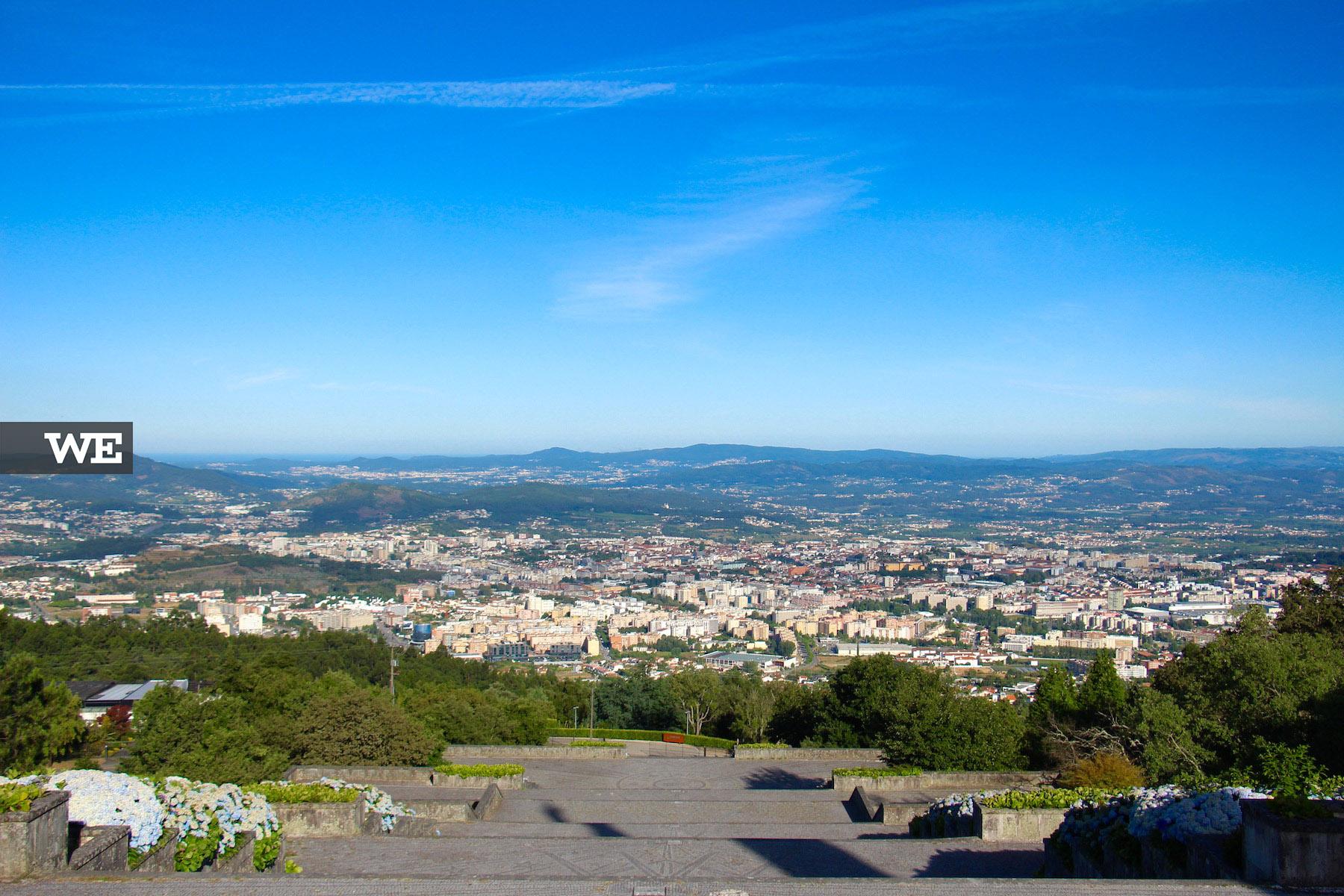 Vista panorâmica a partir do santuário do Sameiro. Em dias de céu limpo, é possível ver o mar!