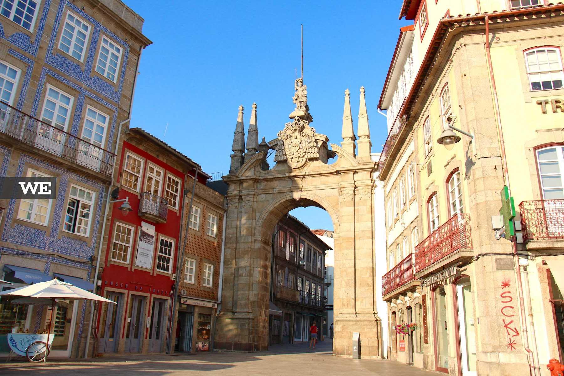 """Explicação das expressões típicas de Braga. """"És de Braga"""" deve a sua origem ao Arco da Porta Nova"""