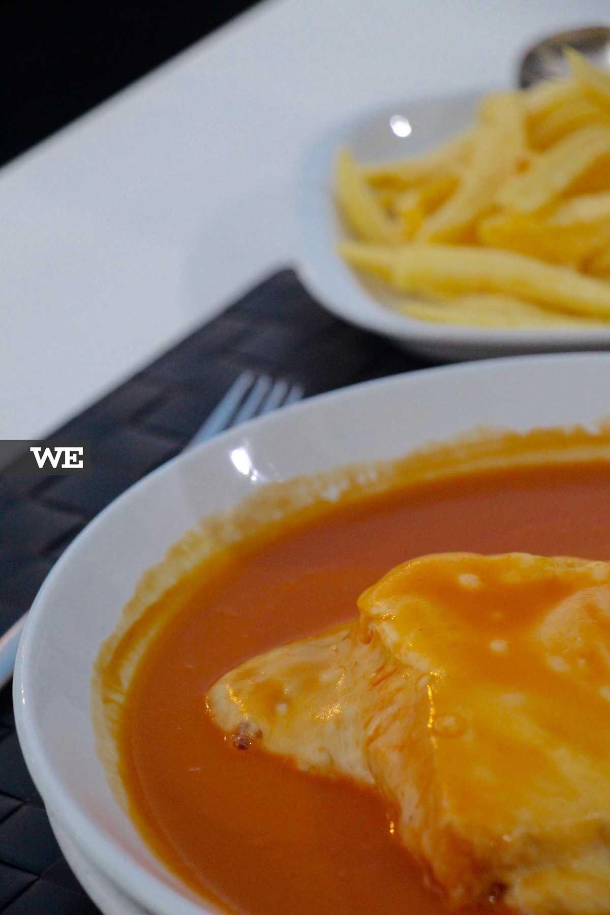 A Francesinha do Restaurante Trota's