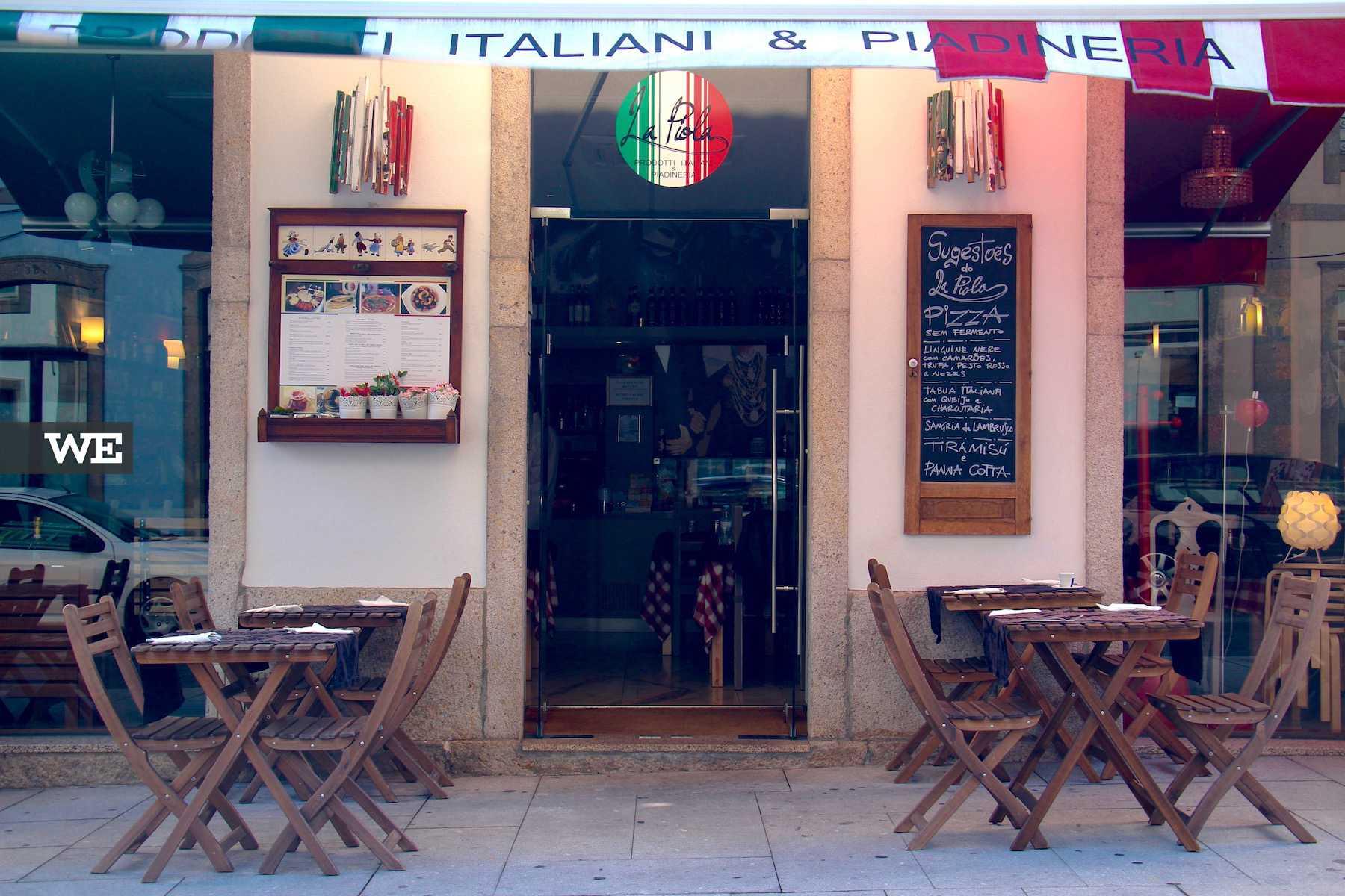 Esplanada do restaurante italiano La Piola, em Braga