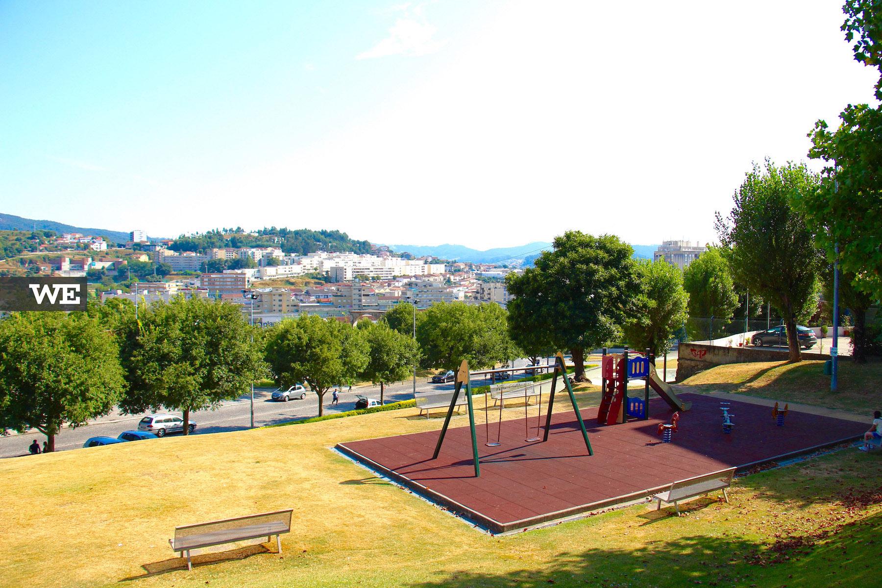 Parque Infantil localizado no parque radical