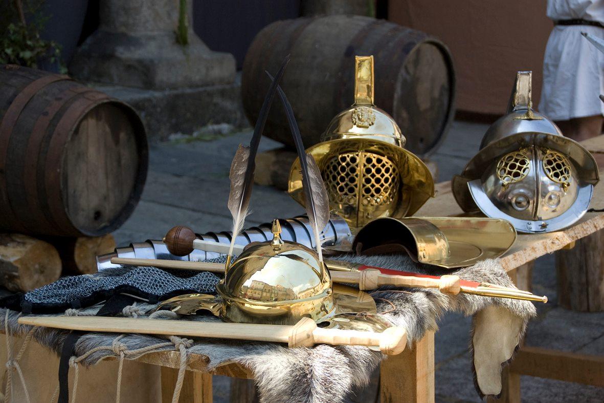 Braga Romana Capacetes e Escudos Gladiadores