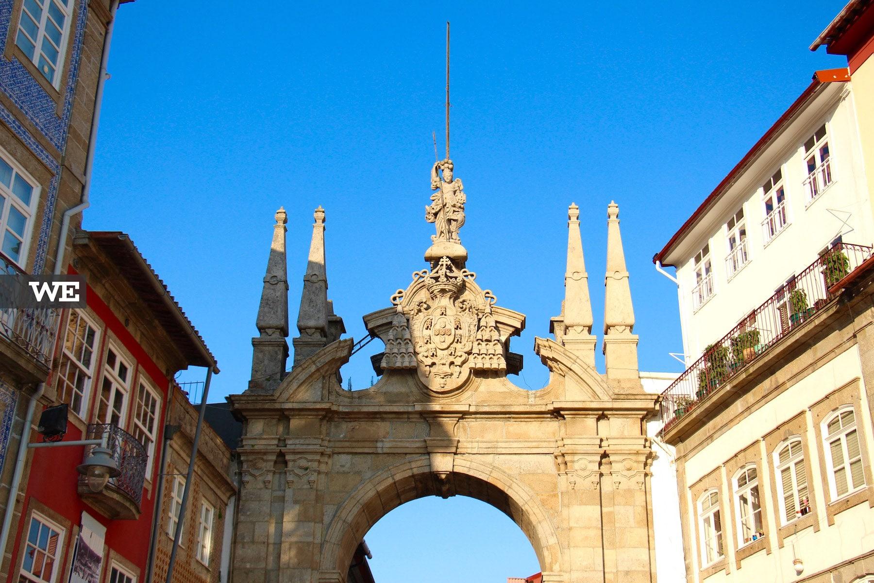 Minerva bracarense Arco da Porta Nova